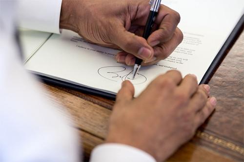 Obama signing memorandum